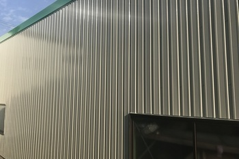久留米市田主丸町S様  折板壁、シャッター塗装の施工後画像